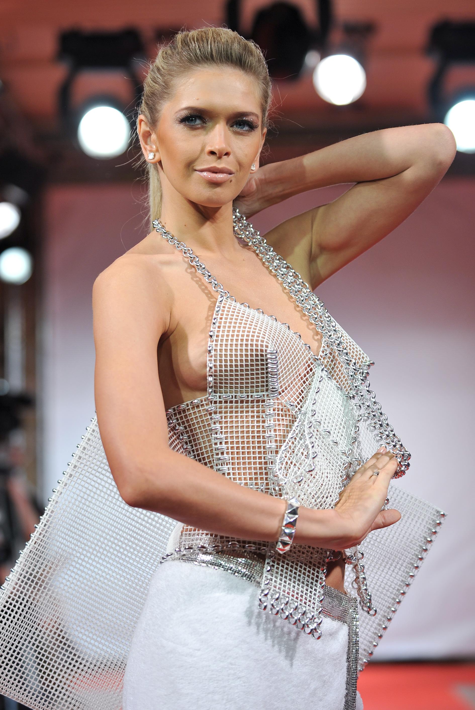 фото русских звезд без нижнего белья